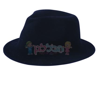 תמונה של כובע קטיפה שחור