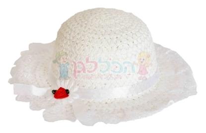תמונה של כובע קש בובה