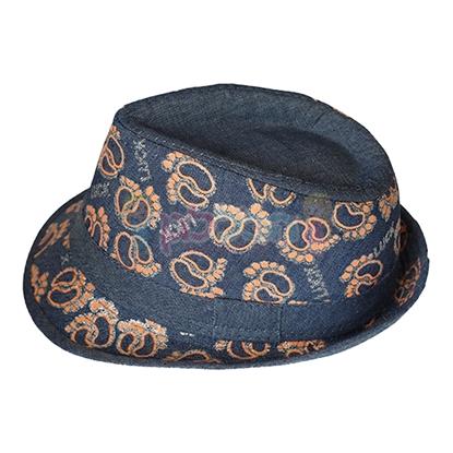 תמונה של כובע ג'ינס עם הדפס